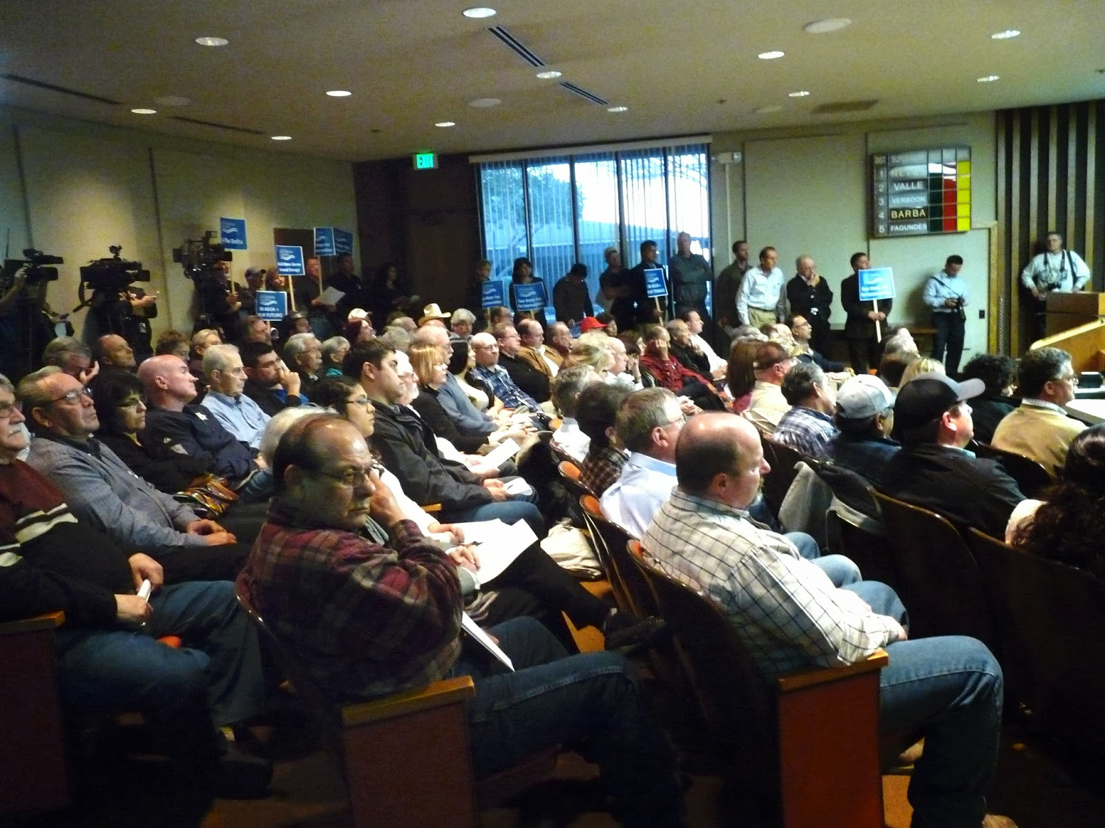 A packed crowd in Hanford at special hearing on proposed Water Bond.