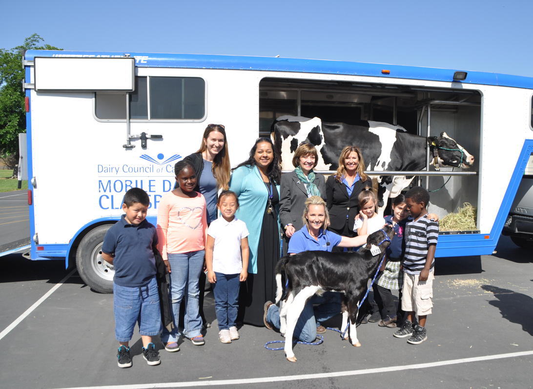 Secretary Ross Joins Elementary School Students to Experience Mobile Dairy Classroom